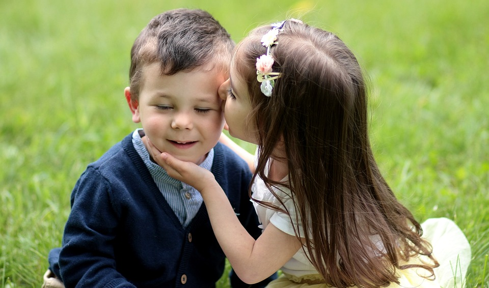 Active and passive sentences h5p picture of a little boy being kissed by a little girl altavistaventures Images